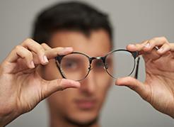 Dr-Roberto-Limongi-Blog-Posso-precisar-de-oculos-apos-a-cirurgia-refrativa-a-laser