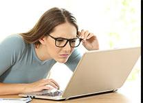 Entenda os sinais de alerta para a presbiopia, também conhecida como vista cansada